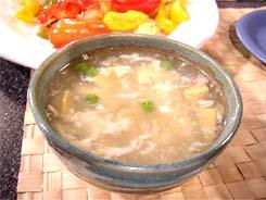 суп с гребешками, рисовой вермишелью, зеленым горошком и грушей
