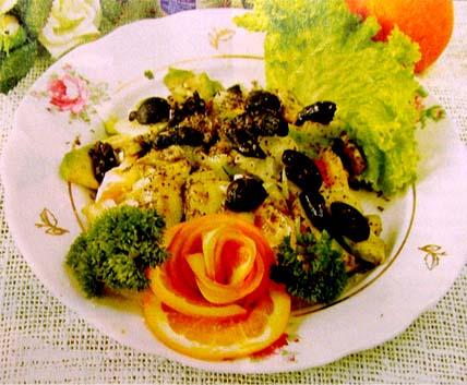 салат из авокадо с маслинами
