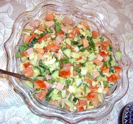 салат свежий из помидоров
