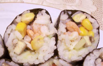 суши из креветок и кукурузы