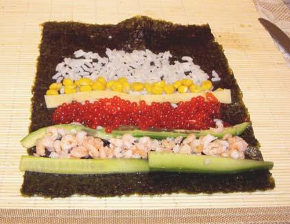 суши с креветками, кукурузой и икрой