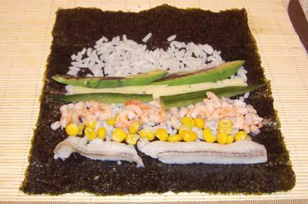 суши с селедкой, креветками и кукурузой