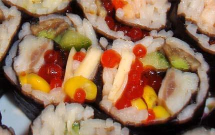 суши с селедкой, кукурузой и икрой