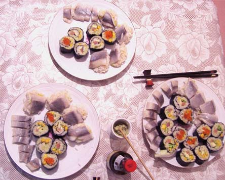 ужин суши с селедкой