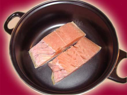 уха желтая с лососем