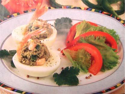 яйца фаршированные креветками с авокадо