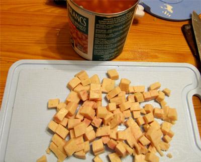 Картофельный суп: фасоль и ветчина (колбаса)
