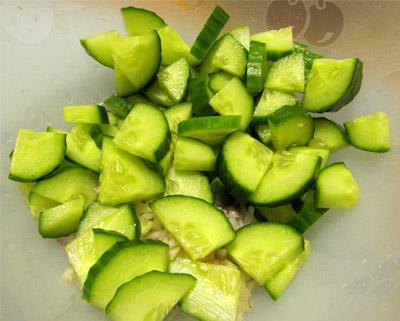 Греческий салат: огурцы