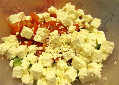 Греческий салат: сыр фета