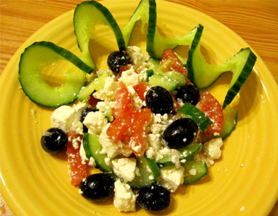 Греческий салат: подача