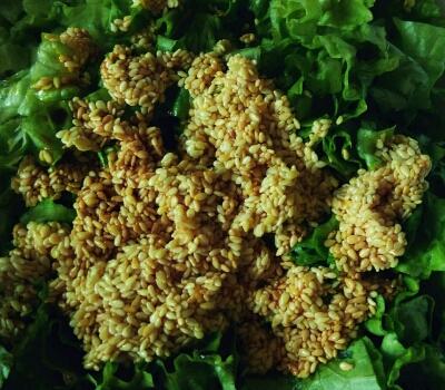 Третий шаг заправки овощного салата по-азиатски
